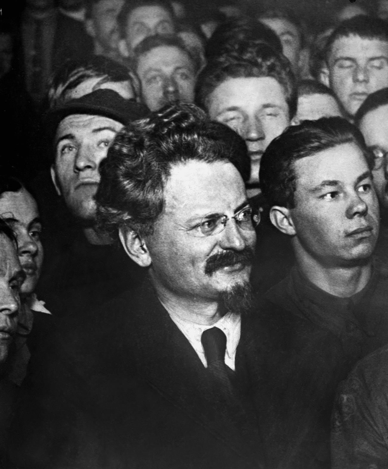Лев Давидович Троцки (1879-1940, истинско име – Лев Бронщайн), руски революционер