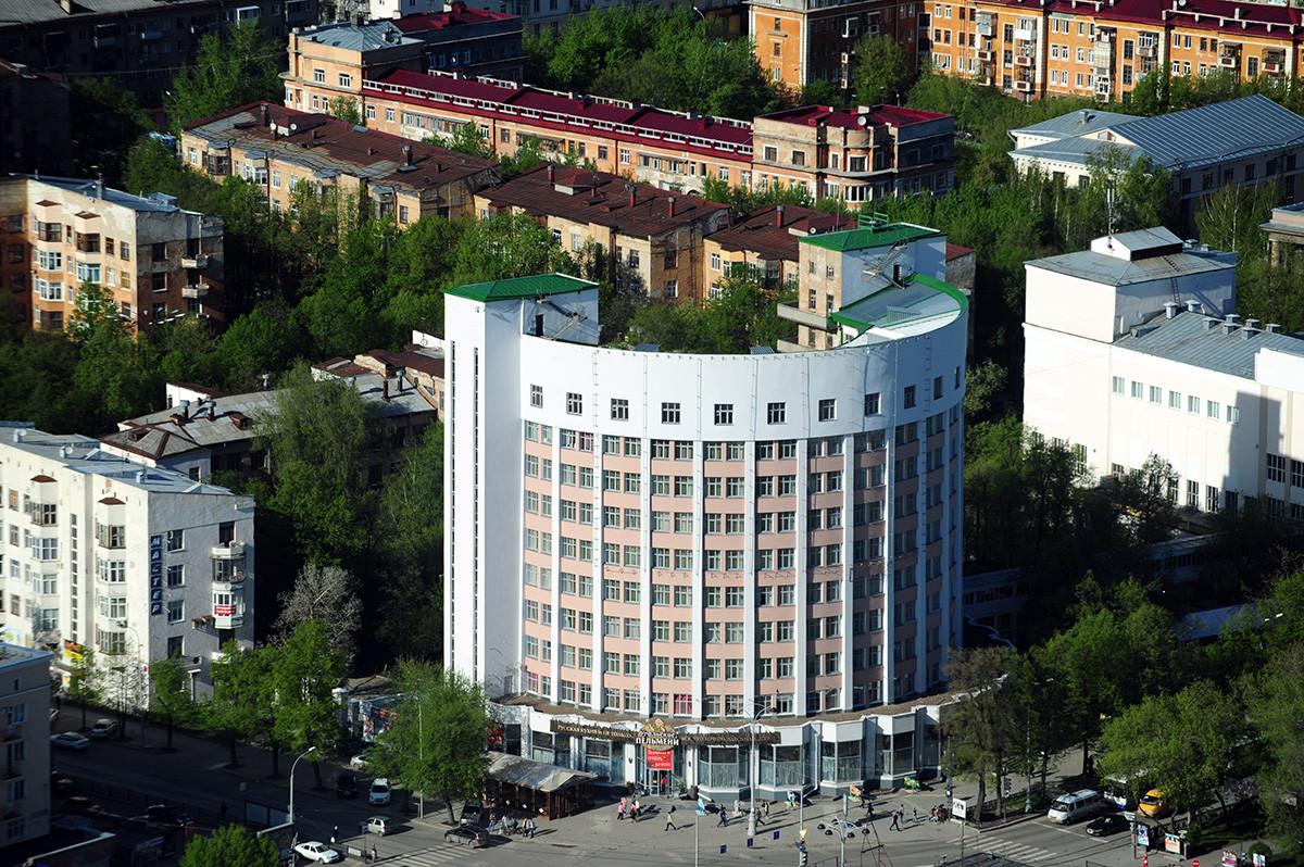 """La cosiddetta """"Città Chekista"""", il quartiere di edifici residenziali e dormitori costruttivisti di Ekaterinburg"""