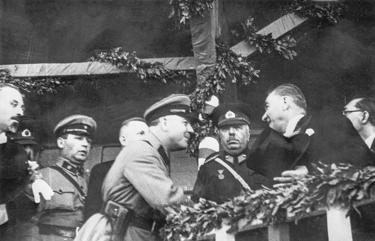 Kliment Woroschilow und Atatürk in 1933.