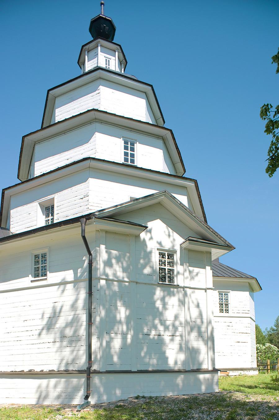 Tsypino. Église du prophète Élie, façade sud