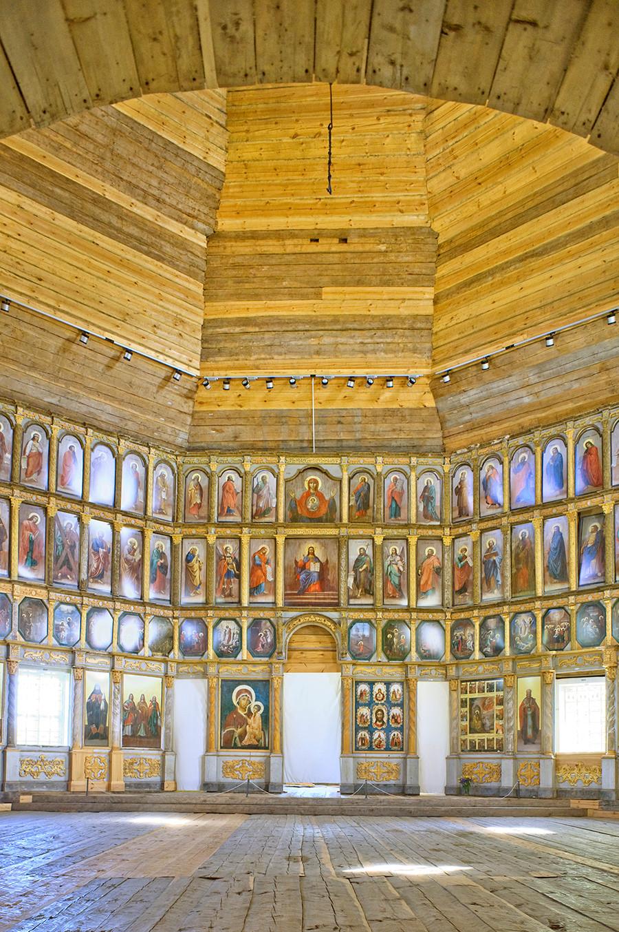 Église du prophète Élie. Intérieur, vue Est vers l'iconostase