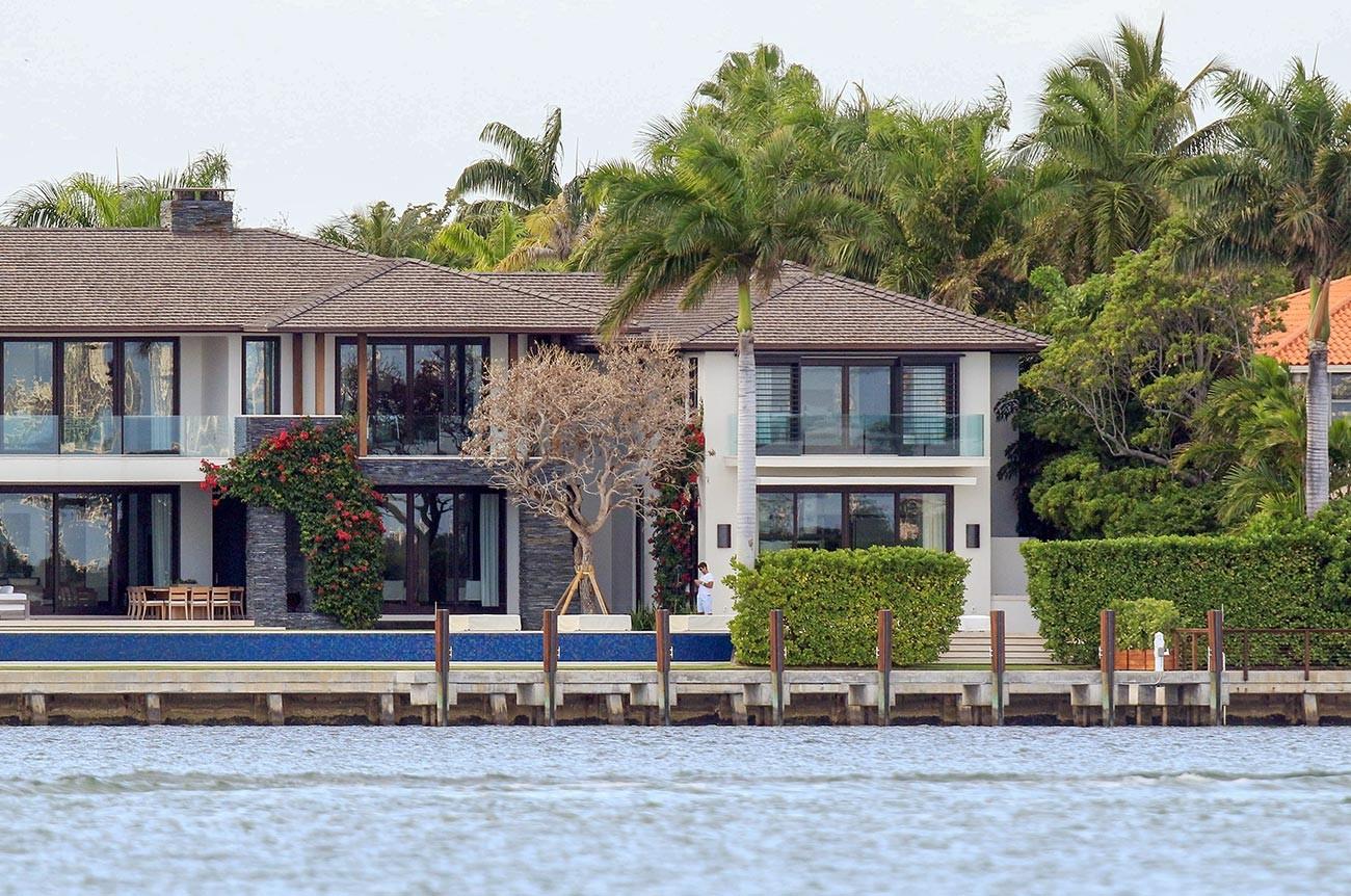 Так выглядит их дом.