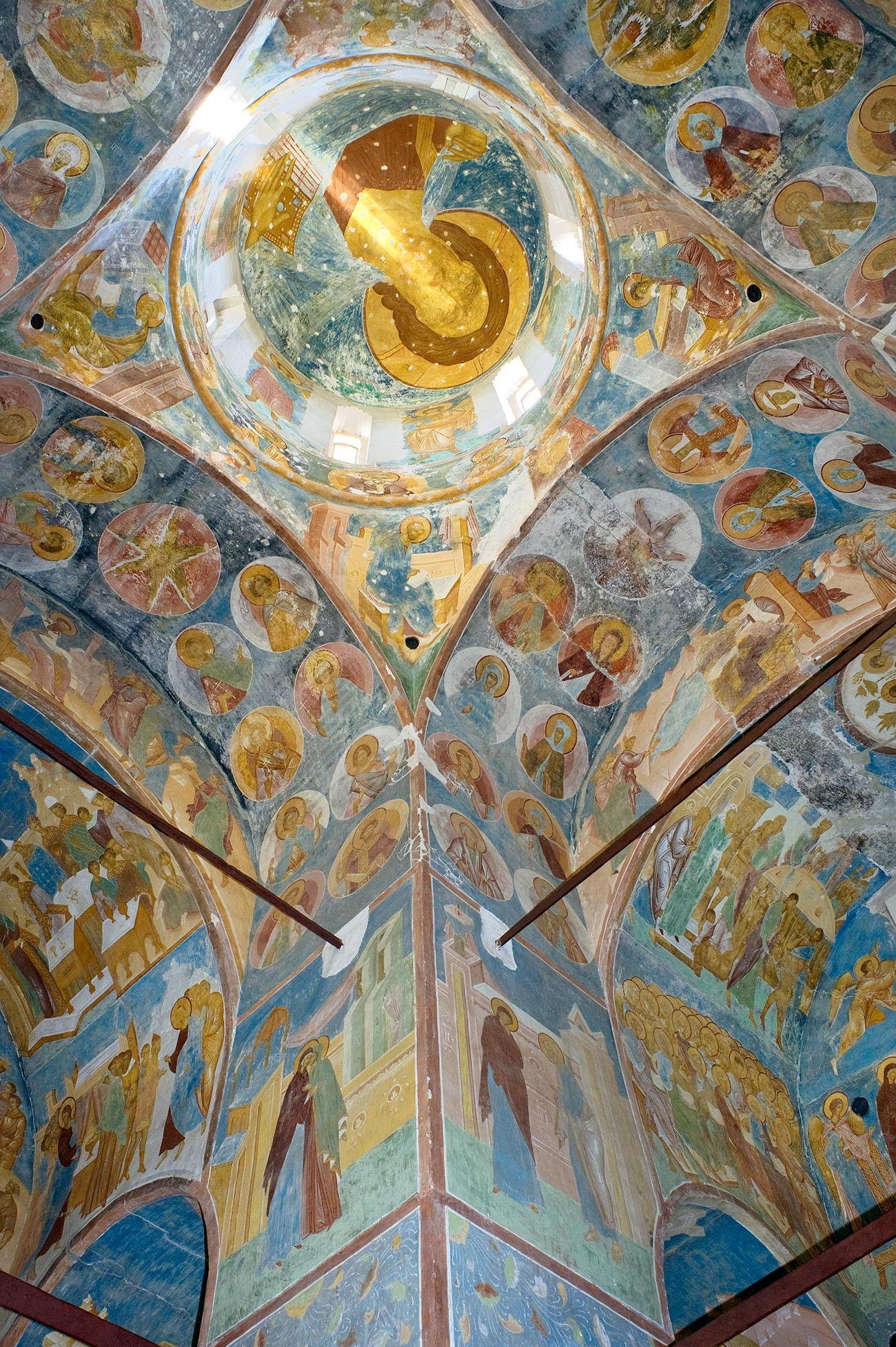 Cathedral of Nativity. Dome with image of Christ Pantokrator. Left: southwest pier with scenes from the Great Akathist (hymn to Virgin Mary). June 1, 2014