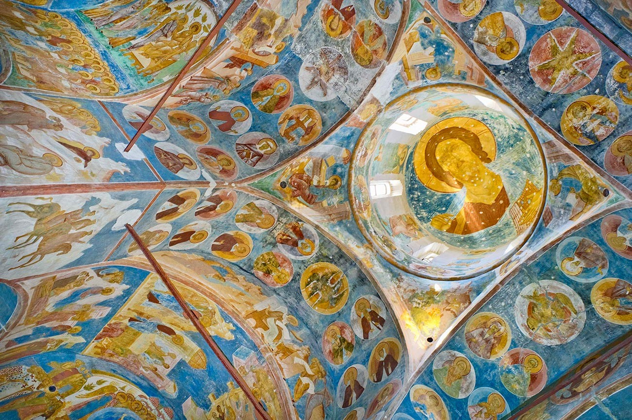 Cathedral of Nativity, general view of frescoes. Dome with image of Christ Pantokrator. Left: northwest pier. Medallions depict monastics, eremites, martyrs, saints. June 1, 2014