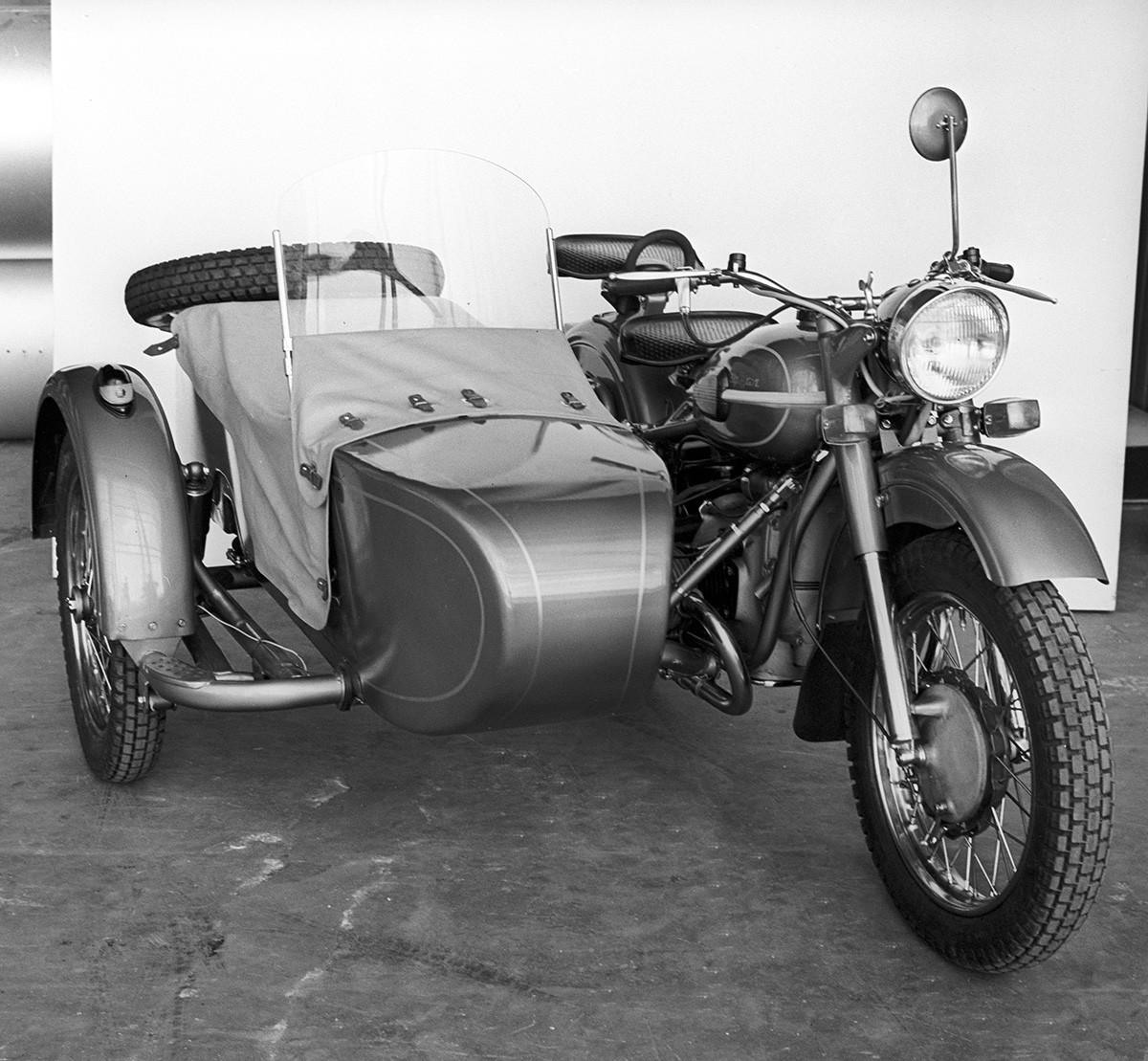 Sepeda motor 'Ural-3 M66', yang diproduksi oleh pabrik sepeda motor Irbit.