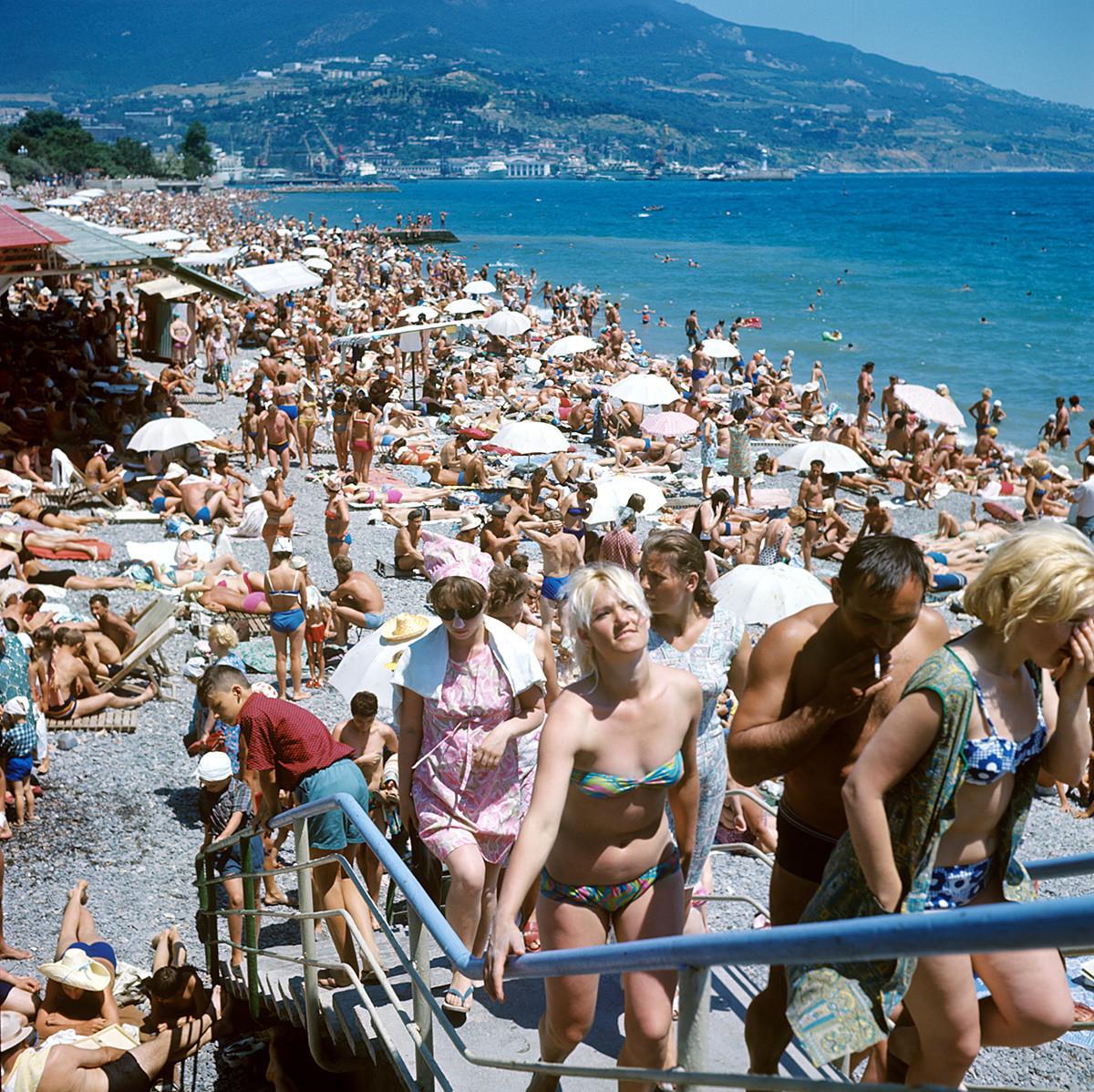 ヤルタのビーチにて、1969年