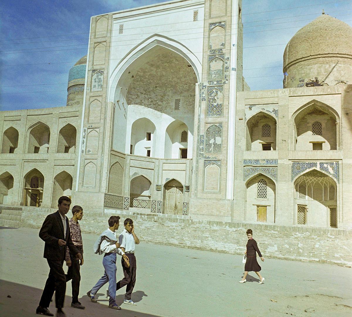 ブハラ市のマドラサ(イスラム教の学院)、1965年