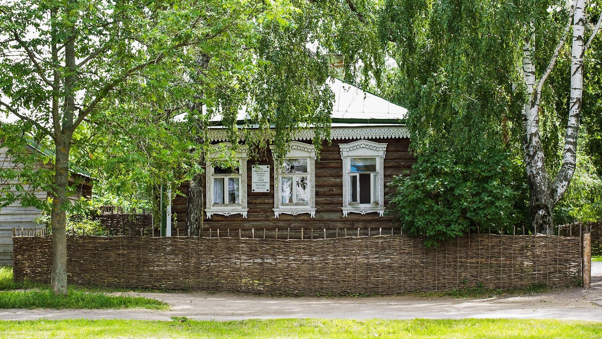 Yesenin's small house in Konstantinovo
