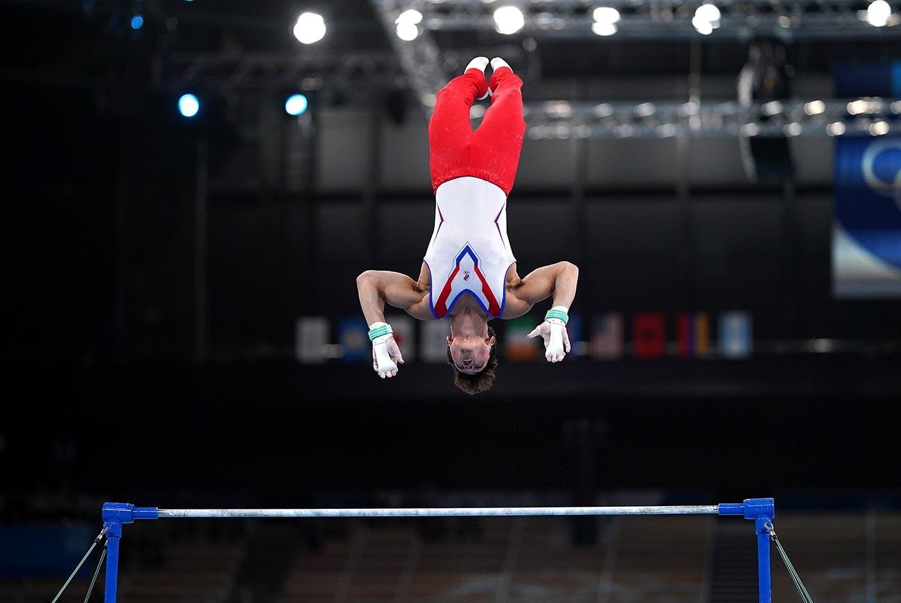 Artur Dalaloyan saat mengikuti final all-around putra Olimpiade Tokyo 2020.