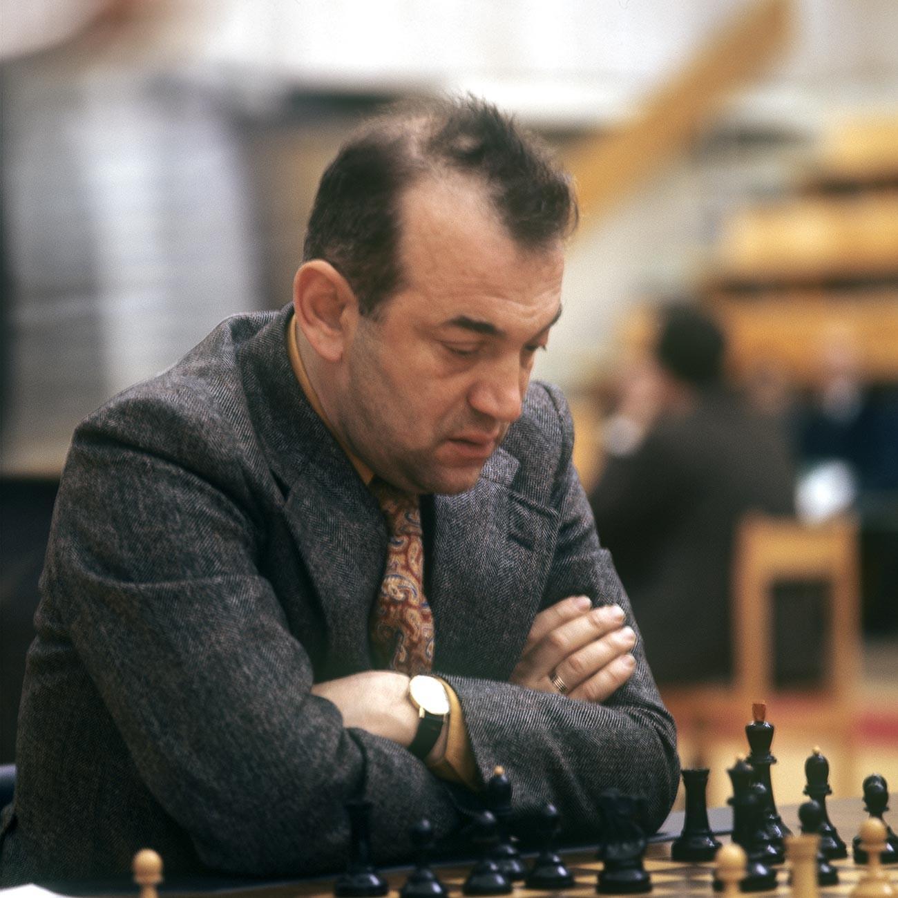 Международный гроссмейстер Виктор Корчной.