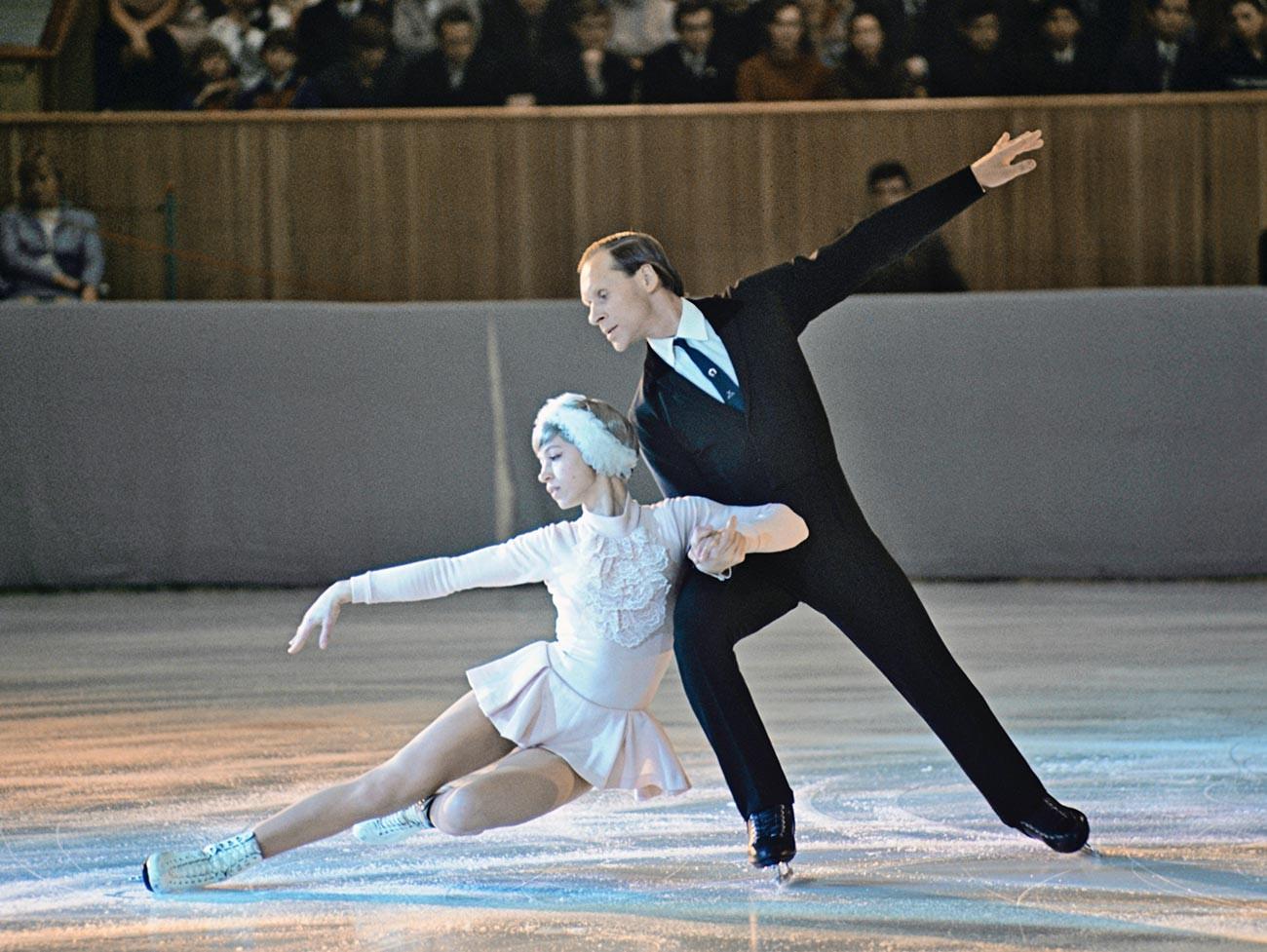 Экс-чемпионы мира и олимпийские чемпионы в парном катании на коньках Людмила Белоусова и Олег Протопопов.