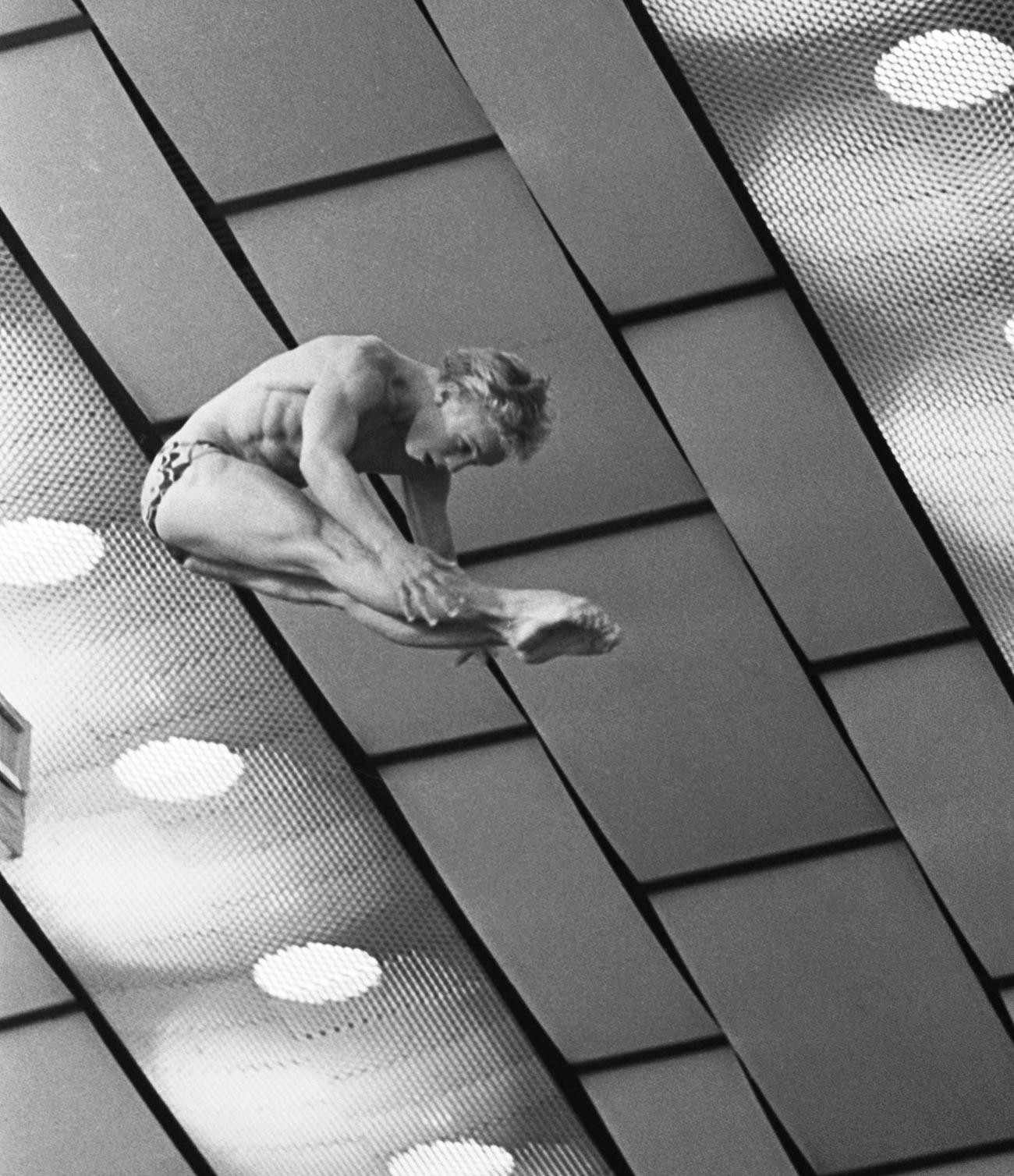 Чемпион СССР в двоеборье, чемпион СССР по прыжкам в воду с вышки Сергей Немцанов на соревнованиях.