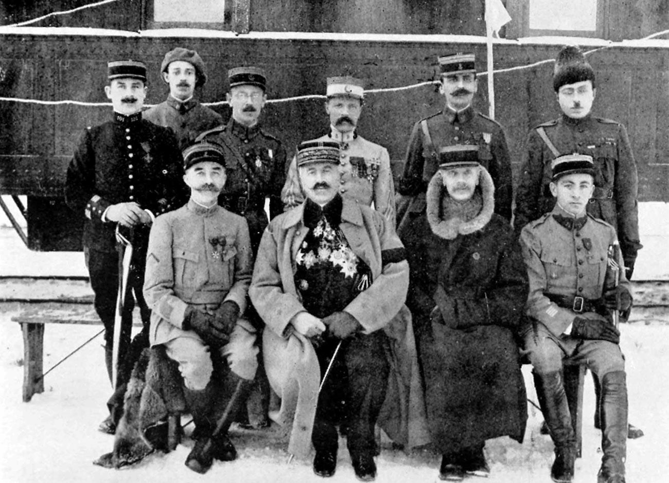 Le général Maurice Janin avec des membres de la mission militaire française en Sibérie