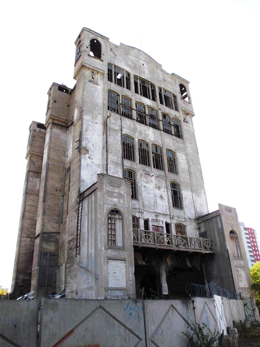 An abandoned elevator is located in Chelyabinsk.