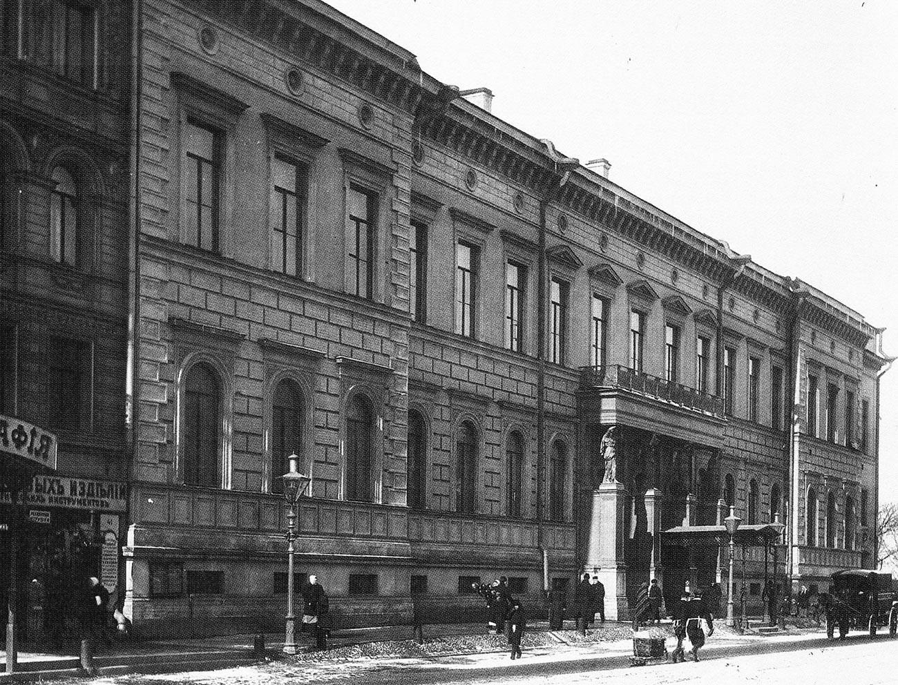 Prédio do Ministério da Corte Imperial em São Petersburgo, onde o dinheiro da família real era controlado.