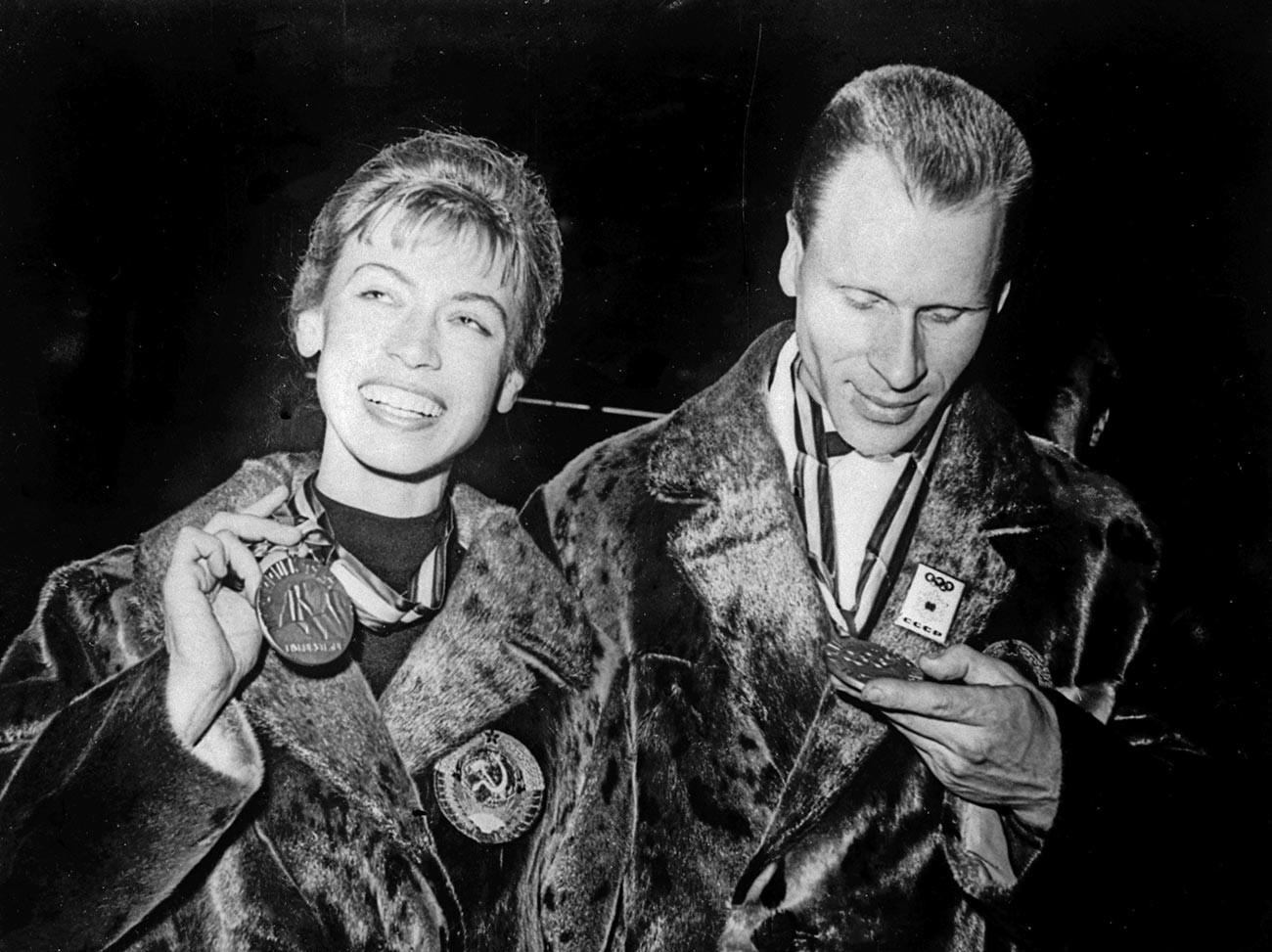 Ludmila Belousova dan Oleg Protopopov.