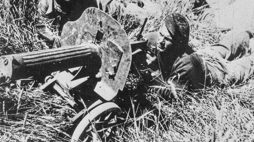 Soldados da brigada internacional com metralhadora soviética durante a Guerra Civil Espanhola.