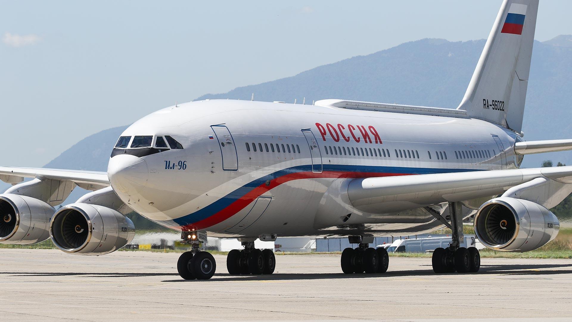 Самолет президента РФ Владимира Путина в аэропорту Женевы 16 июня 2021