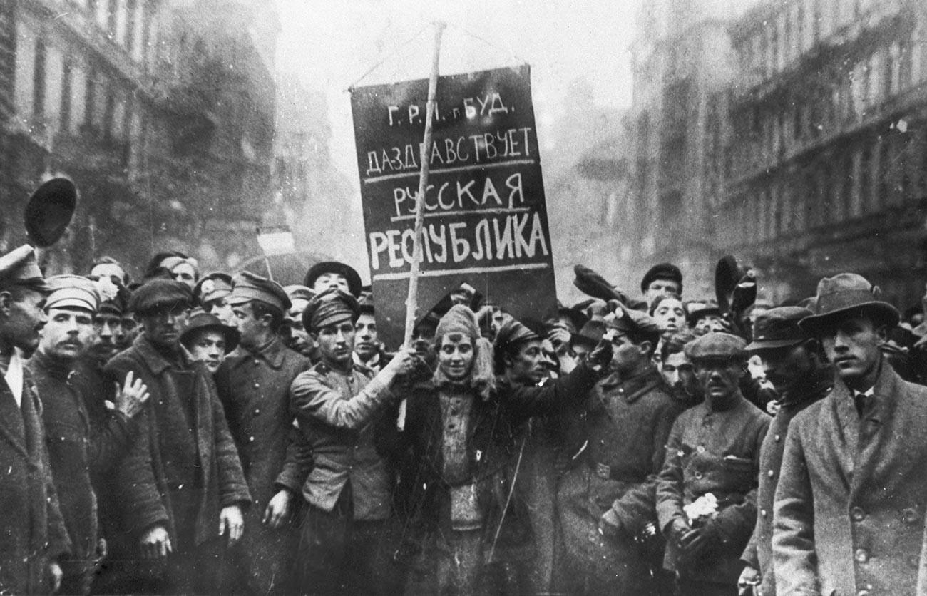 Парад на руските военнопленници в Будапеща, май 1919 г.