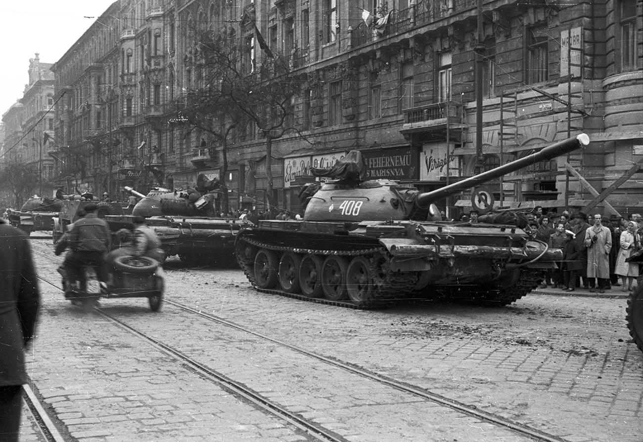 Съветски танкове в Будапеща, 1956 г.