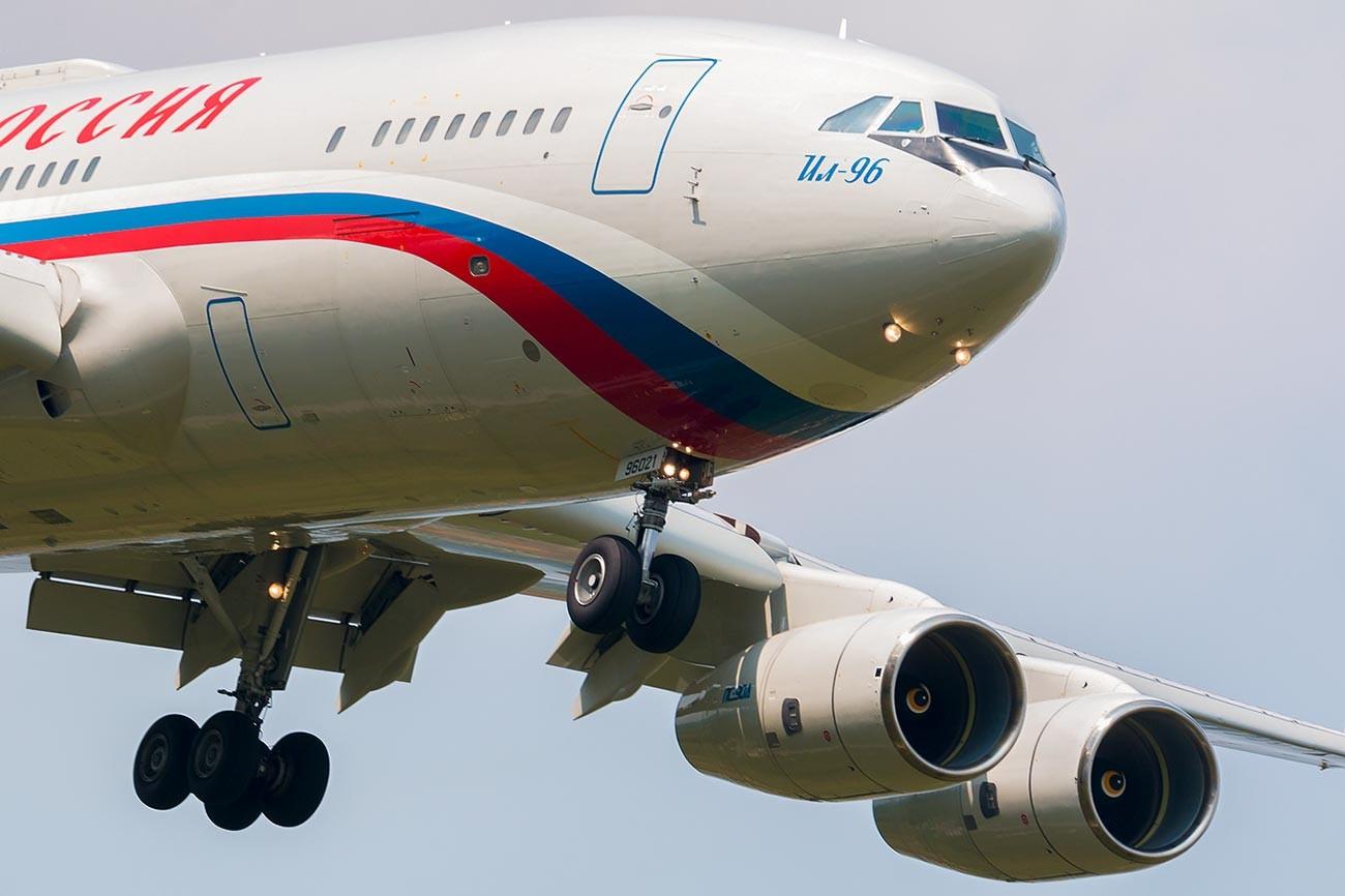Ил-96-300ПУ/RА-96021, СЛО