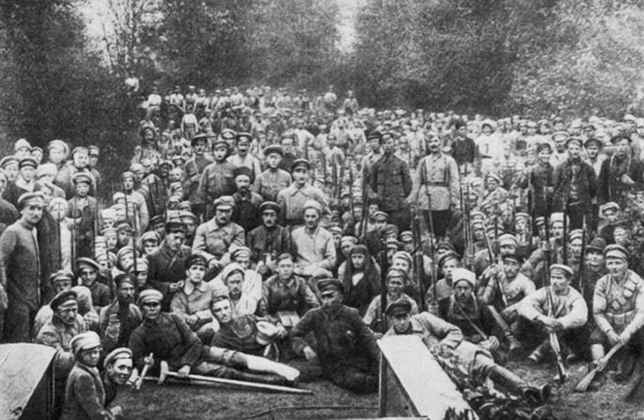 Ungarische Soldaten des 3. Internationalen Schützenregiments Astrachan.