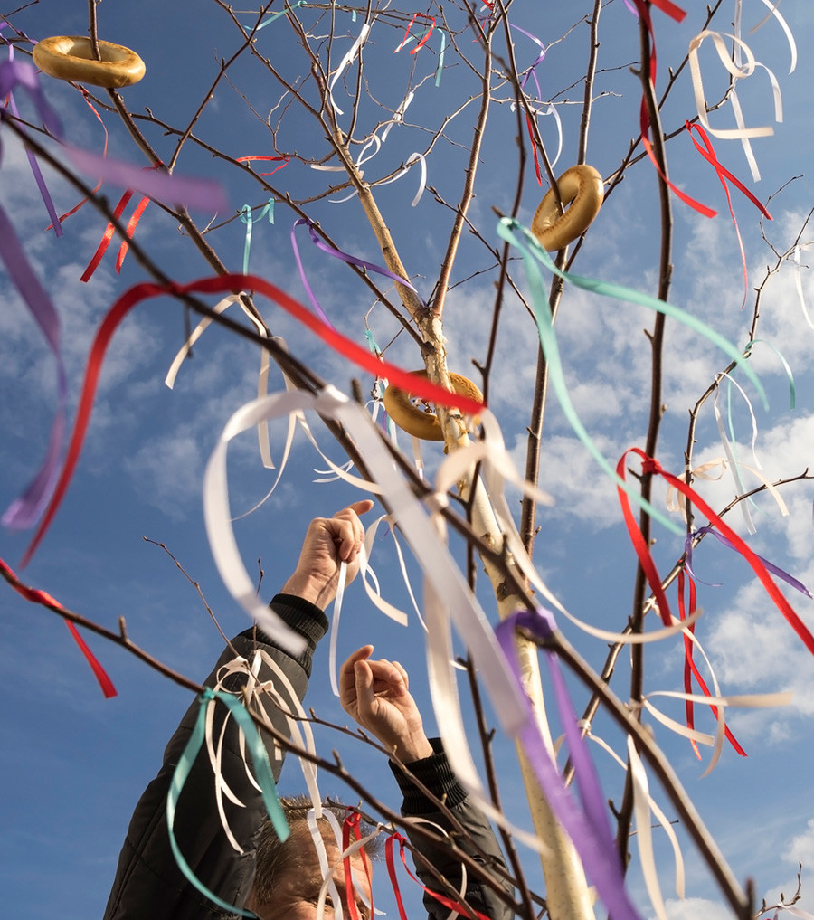 Tying a ribbon is a national tradition