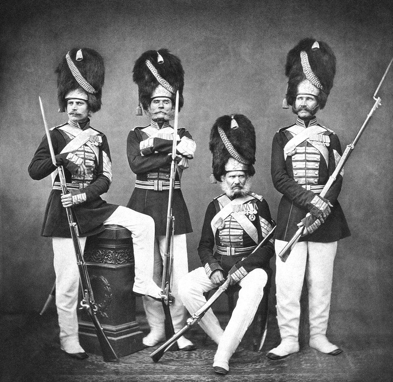 Портрет на група дворцови гренадири, 1870-80 г.