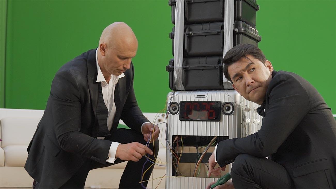 Bruce Willis yang dihasilkan komputer terlihat aneh dalam adegan-adegan tertentu.