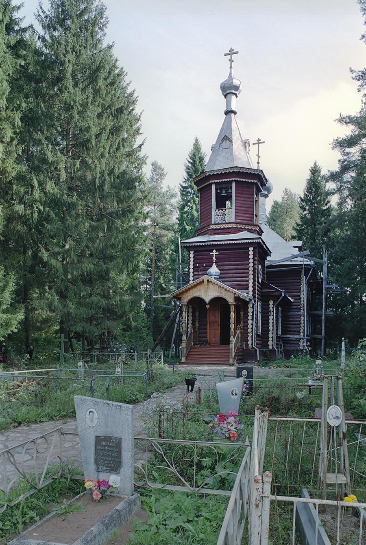 Trochiguino. Église de la Résurrection. Vue ouest avec cimetière