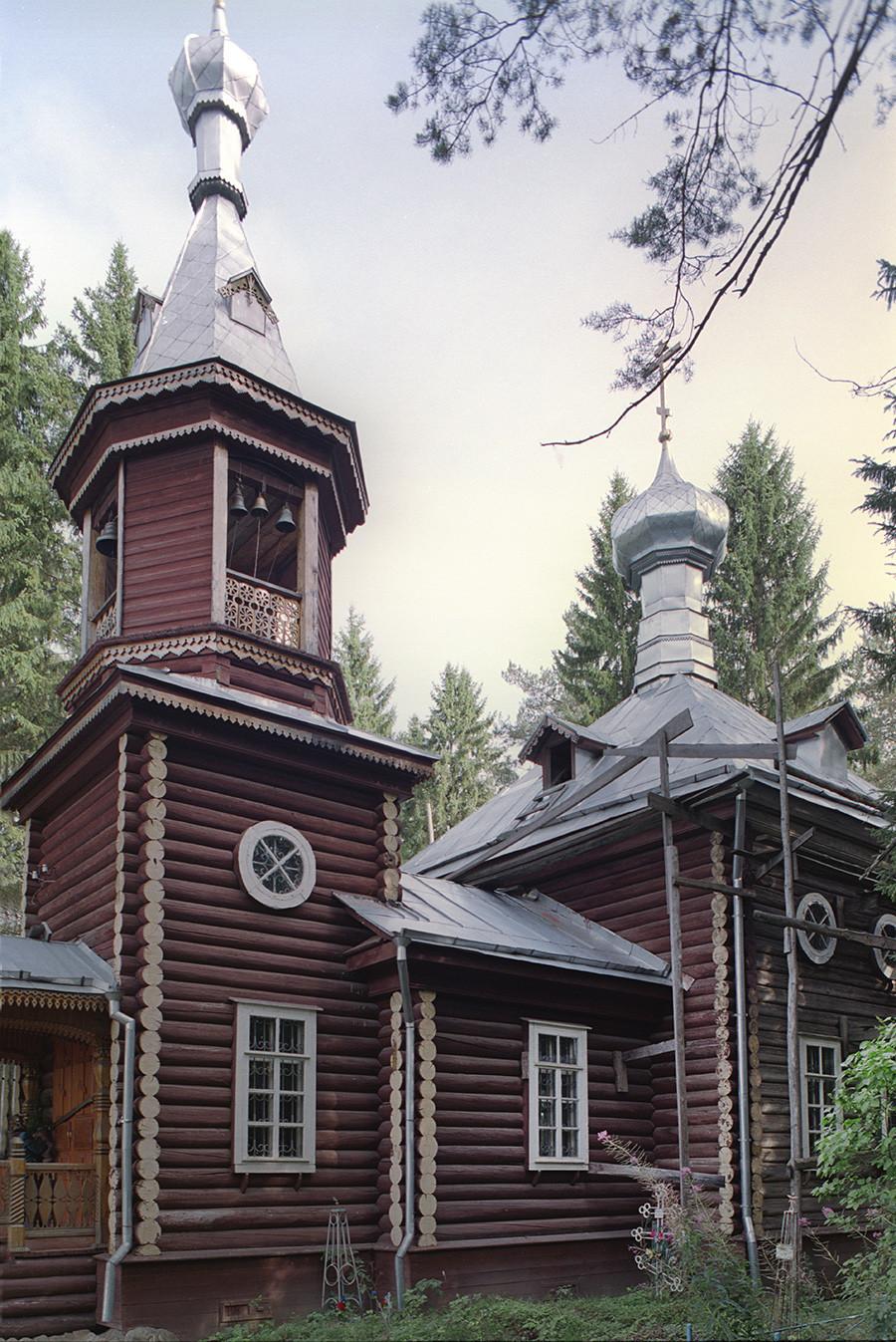 Trochiguino (Andomski Pogost). Église de la Résurrection, vue sud-ouest