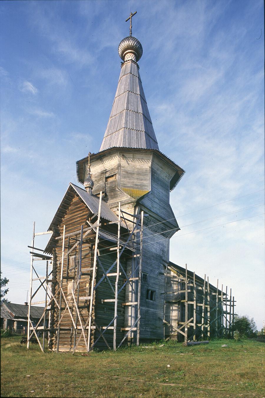 L'église du Prophète Élie. Vue nord-est avec des restes de l'échafaudage utilisé pour la restaurer.