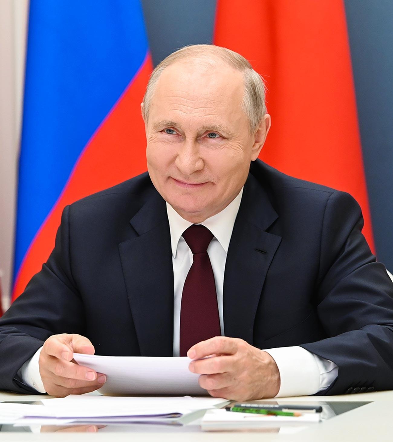 Presiden Rusia Vladimir Putin selama konferensi video dengan Presiden Tiongkok Xi Jinping, 28 Juni 2021.