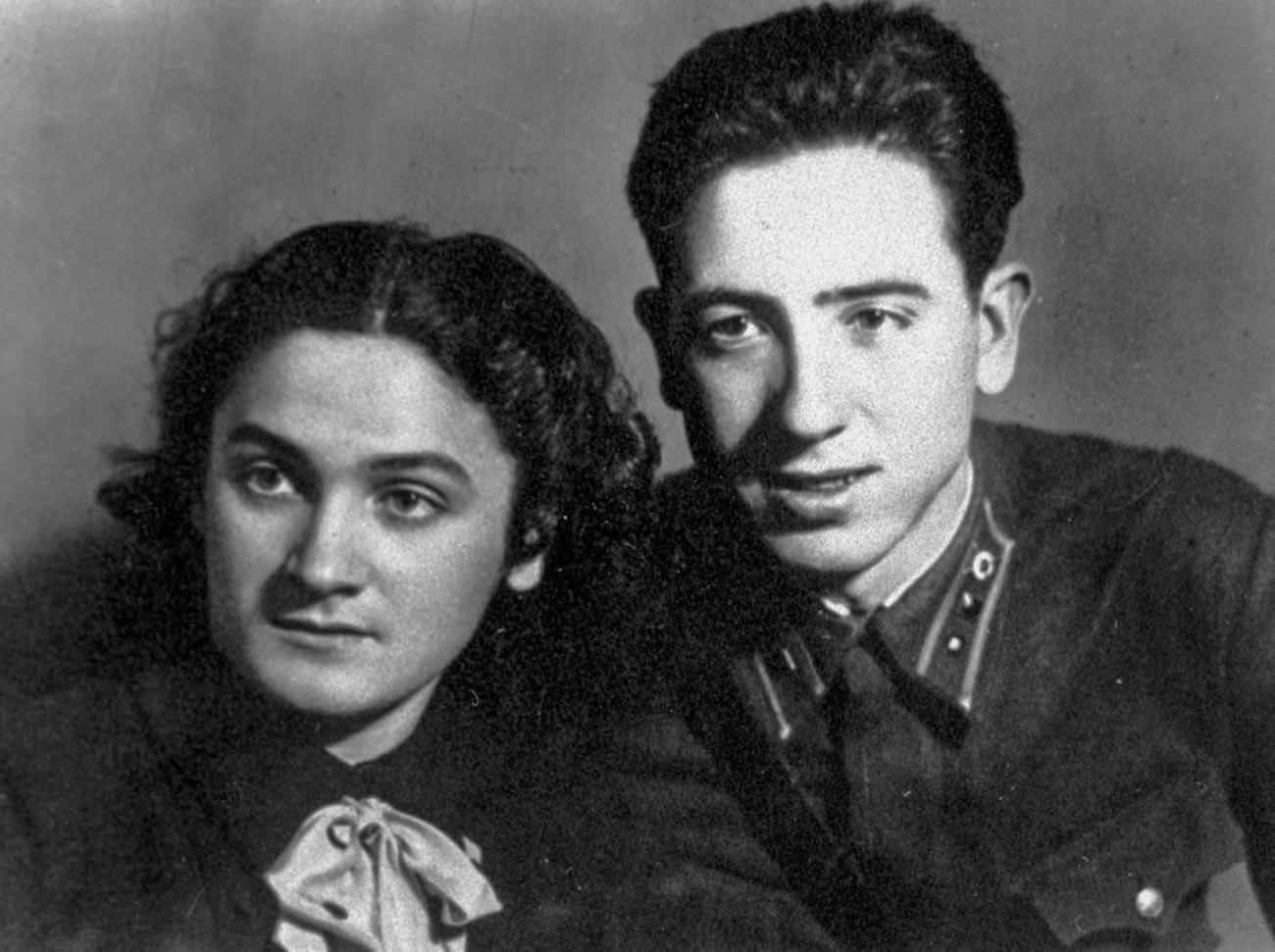 Rubén Ruiz Ibárruri (figlio della leader del Partito Comunista di Spagna Dolores Ibárruri) con la sorella Amaya