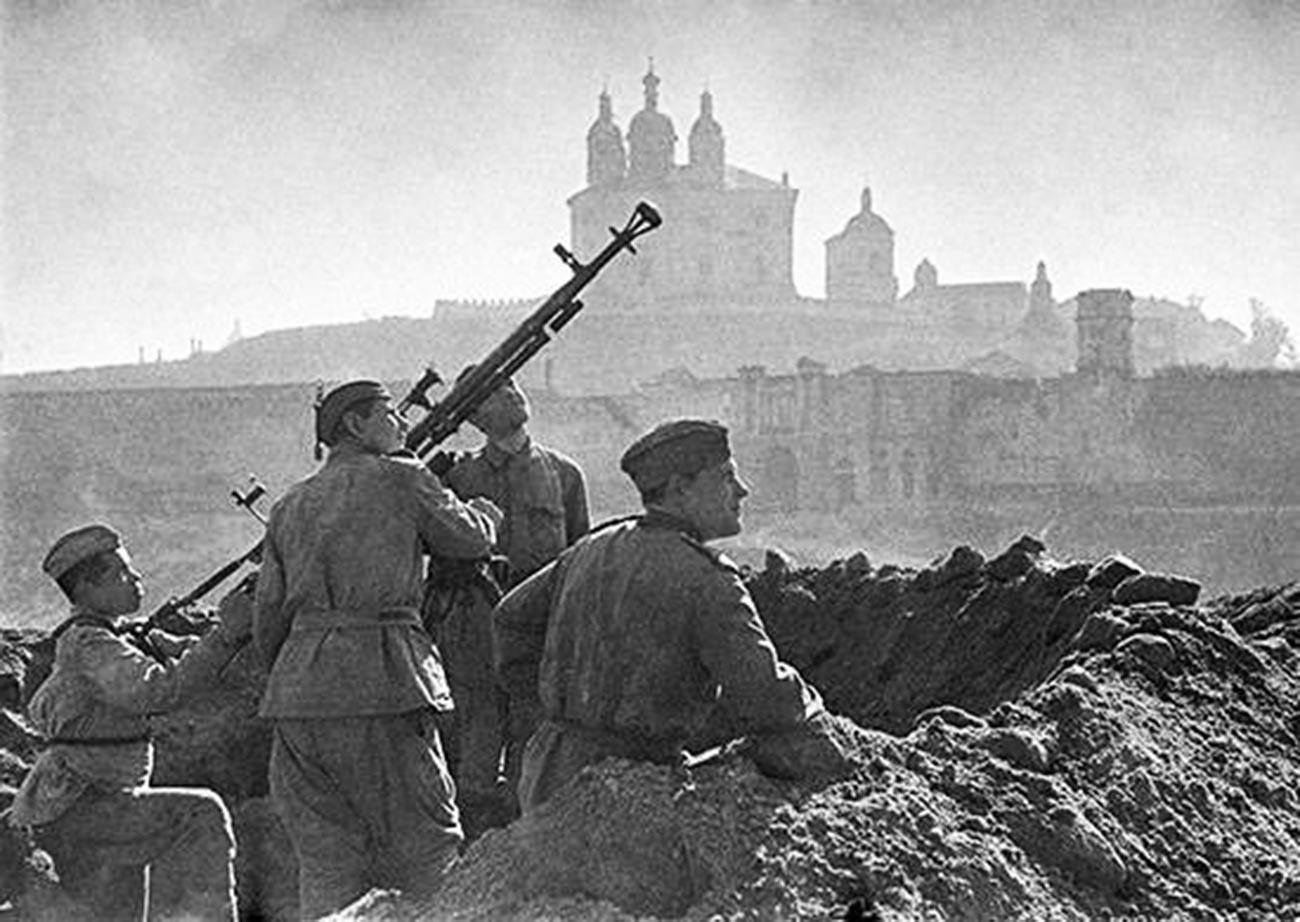 Truppe sovietiche nella città di Smolensk