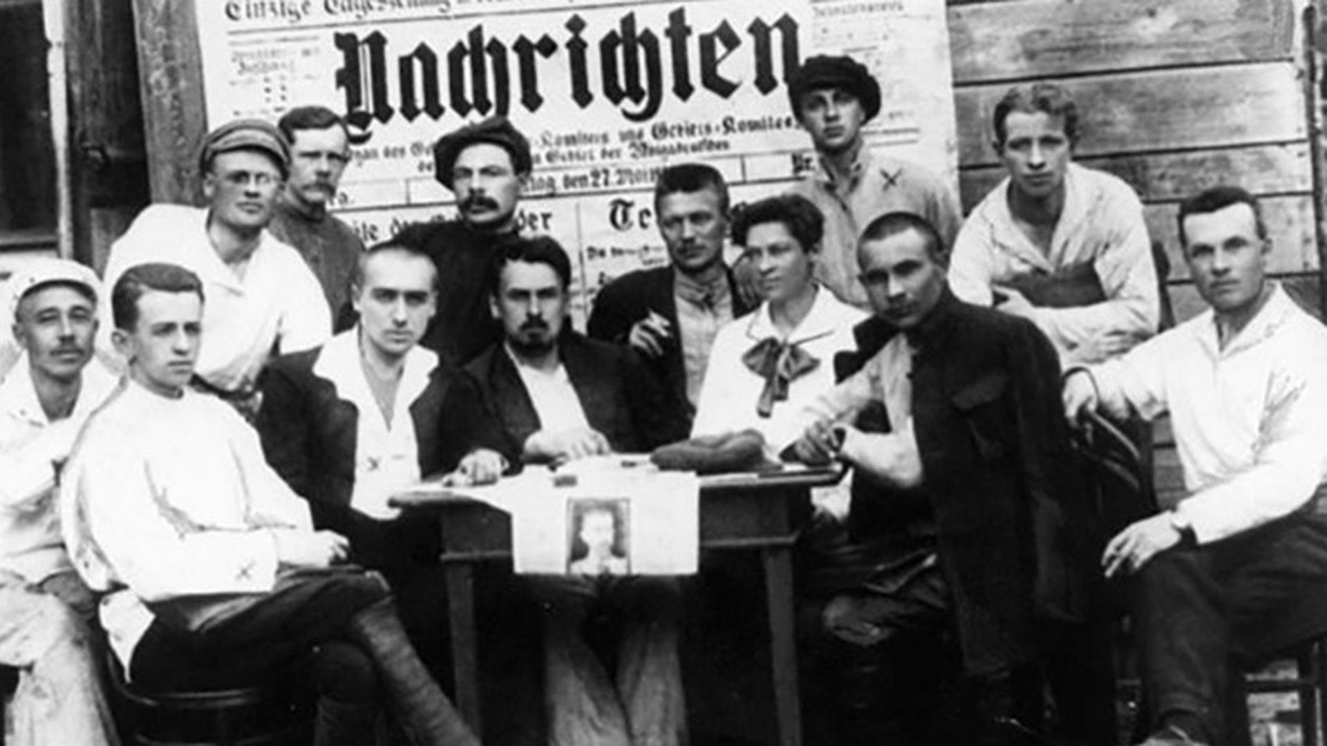 """Redaktion der sowjetischen deutschsprachigen Tageszeitung """"Nachrichten"""" aus der Wolgadeutschen Republik, 1923"""