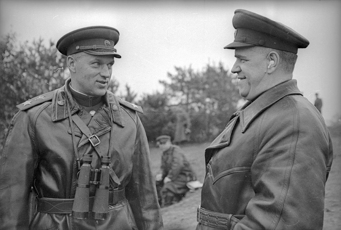 Konstantin Rokossóvski e Gueórgui Jukov