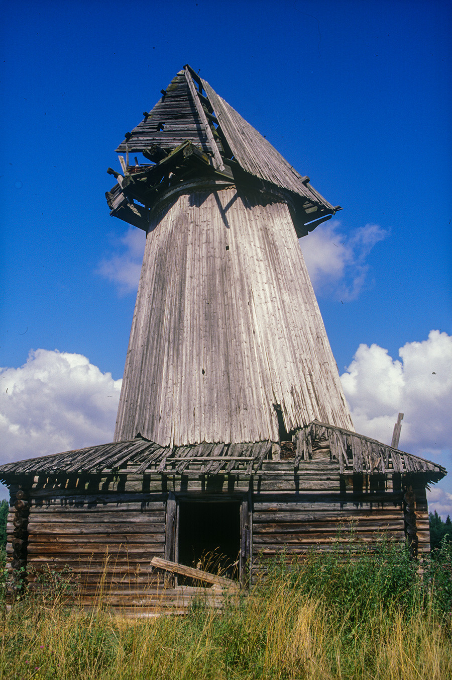 Zakharyevo. Remnants of tower windmill. August 7, 2001