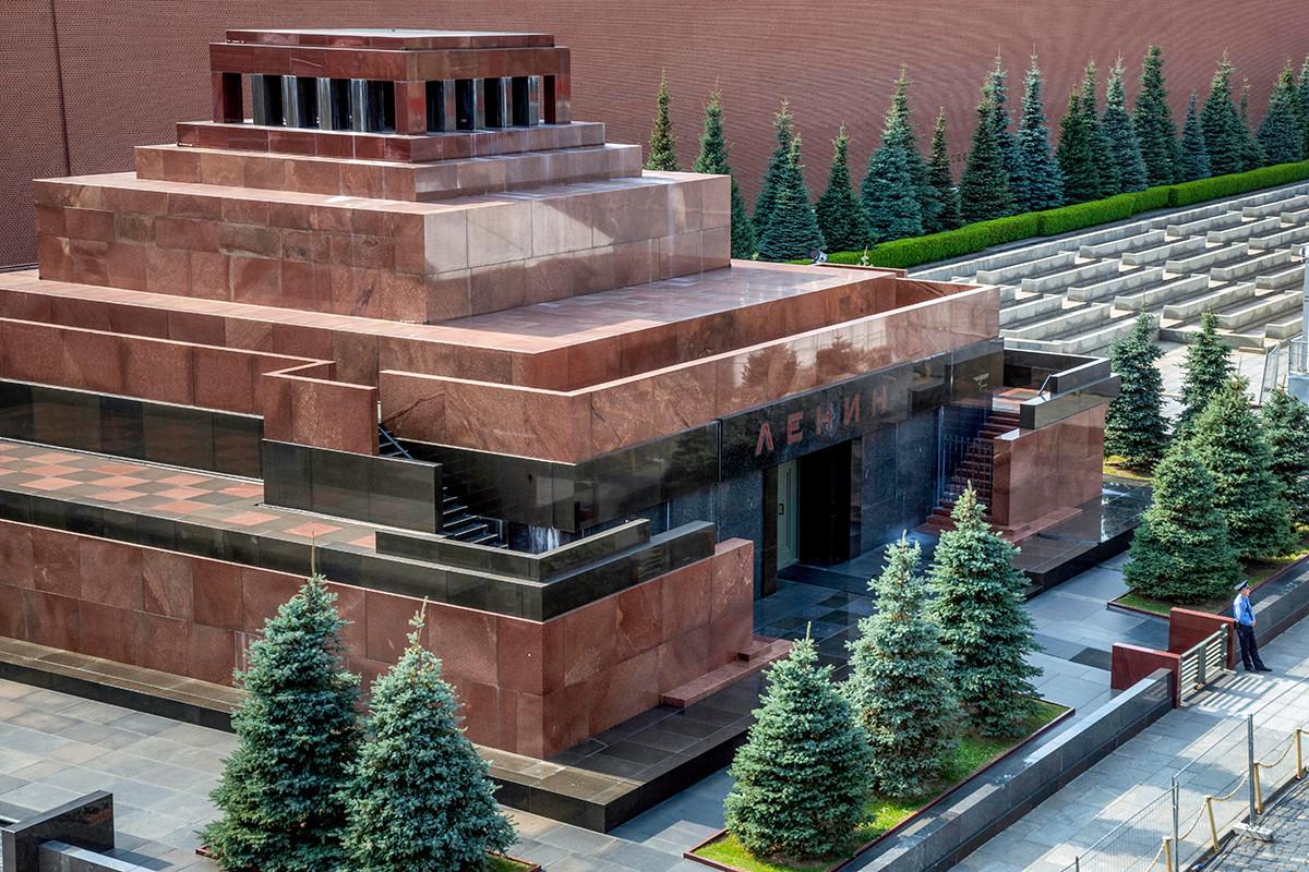 Mausoleum Lenin di Lapangan Merah, Moskow.