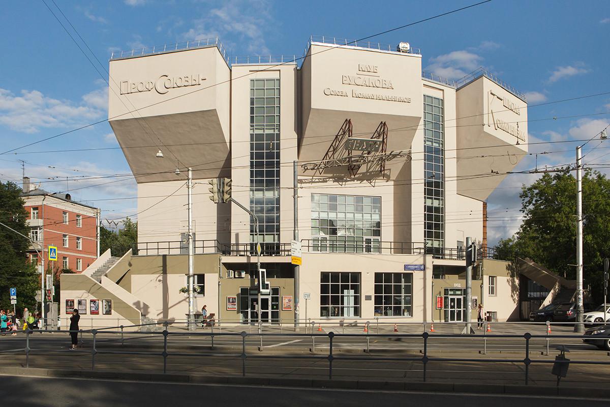 Klub pekerja Rusakov dibangun pada 1927-1928 di Moskow.