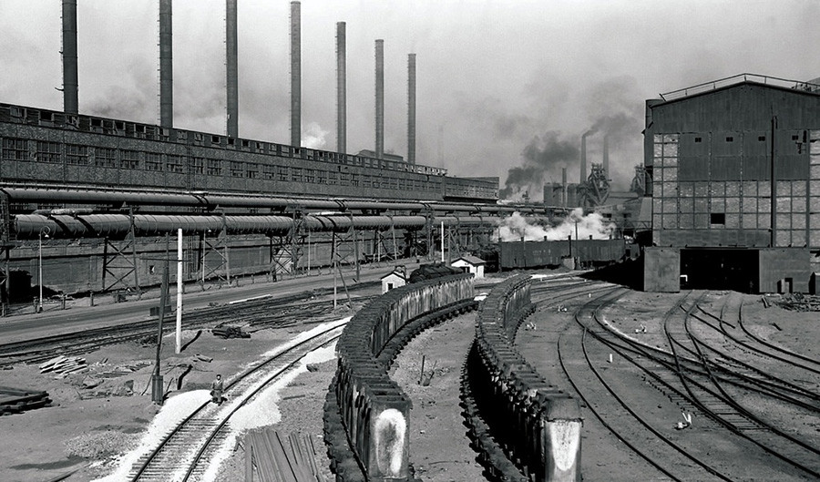Usines métallurgiques. Trains chargés de métal