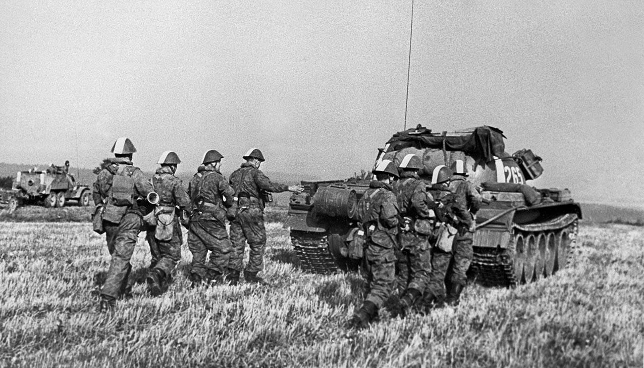 Vojaška vaja Vltava; enote ljudske armade Nemške demokratične republike v ČSSR