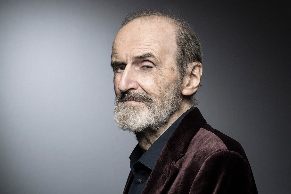 Руският художник Ерик Булатов позира на фотосесия в Париж на 15 март 2018 г.