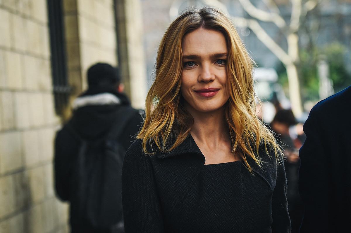 Руският модел Наталия Водянова пристига на модното ревю на колекция пролет -лято 2020/2021 на Dior в Париж на 20 януари 2020 г.