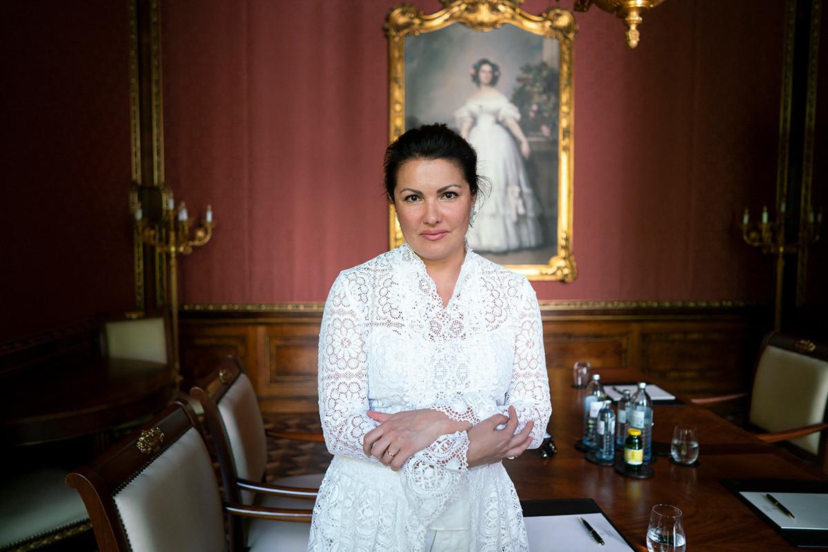 Анна Нетребко, руска оперна певица (сопран), позира за снимка по време на интервю за AFP в двореца Кобург във Виена, Австрия, на 1 юни 2019 г.