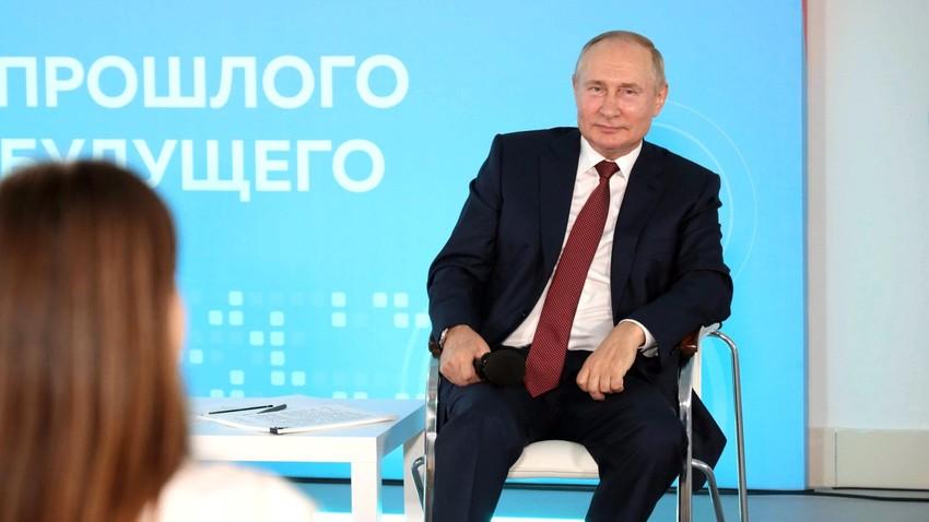 Ruski predsednik Vladimir Putin na srečanju v Vladivostoku, v Vseruskem izobraževalnem centru za otroke