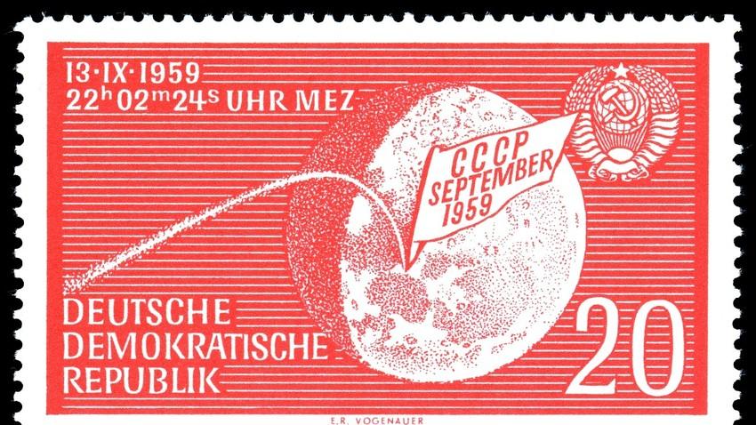 Sello de la RDA dedicada al logro de la 'Luna 2'.
