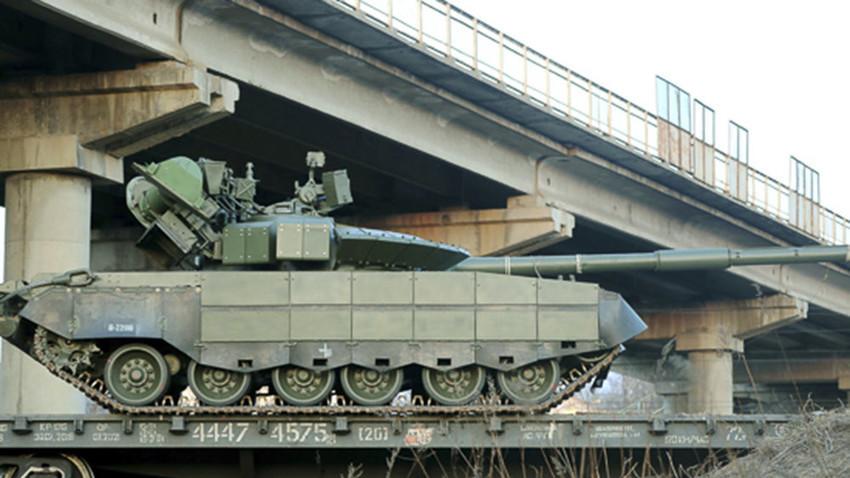 Т-80БВМ (фотографија тенка Т-80УМ2 унутар текста)
