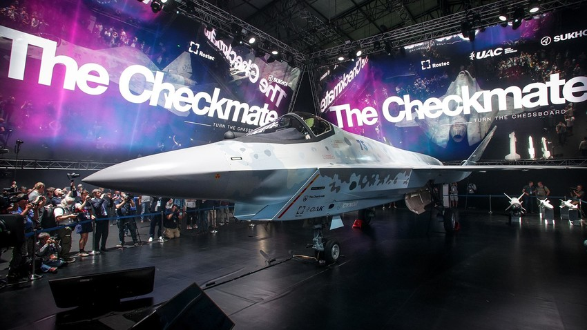 Jednomotorni laki taktički lovac Checkmate (Šah-mat) pete generacije na Međunarodnom zrakoplovno-svemirskom sajmu MAKS -2021, 20. srpnja 2021. godine.