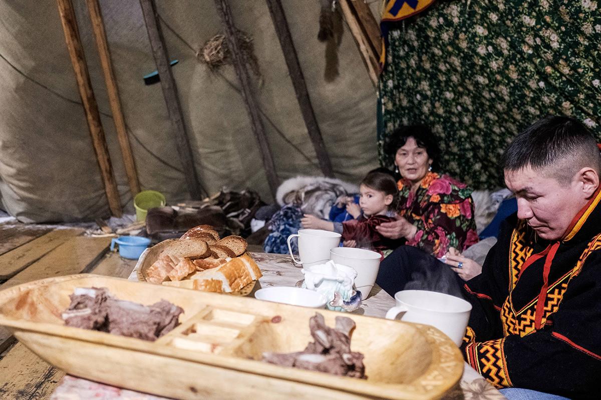 A reindeer herder having a meal in a chum in the village of Gornoknyazevsk, Priuralsky district.